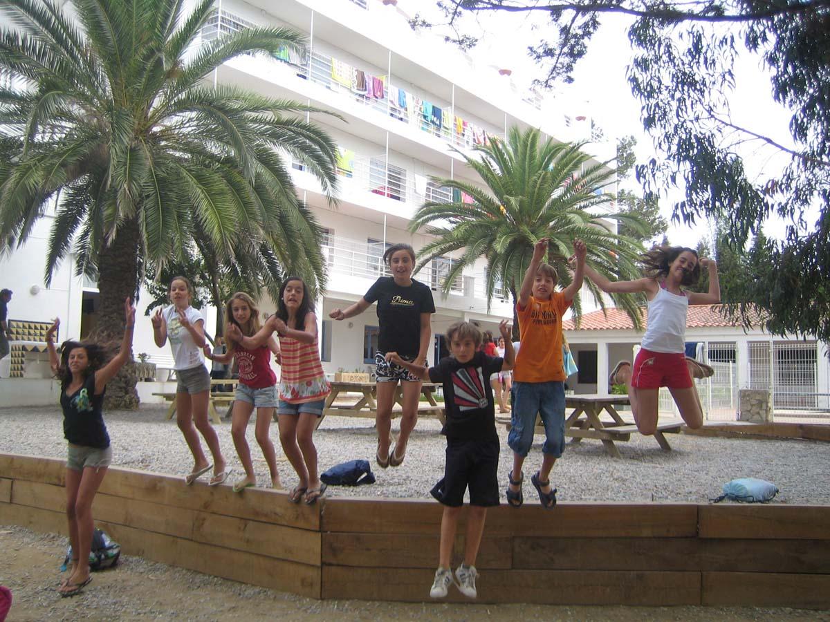 Detr s del muro mcc jard n infantil 24 mayo 2013 for Cancion jardin prohibido